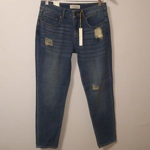 True freedom NWT distressed cropped relaxed midris
